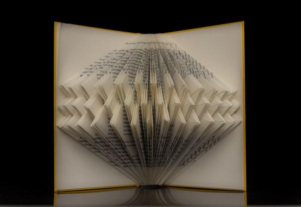 Buchkunst mal anders. (Fotos: Andreas Lerg)