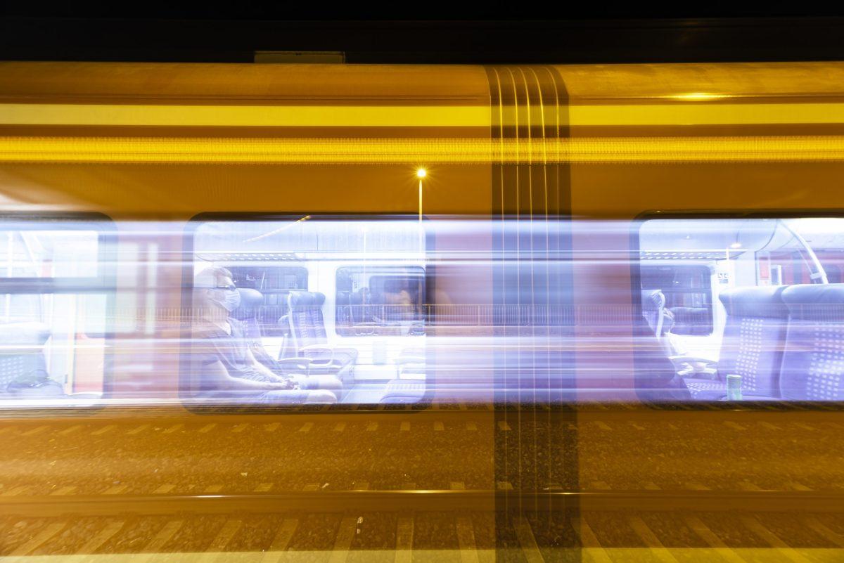 """Die finale Version des """"Zug im Bahnhof-Bildes"""" ist eine Momtage aus drei Bildern. (Foto & Montage: Andreas Lerg)"""