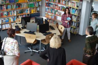 Sandra Hehn führt durch das Lernatelier