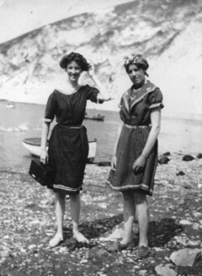 August-1911-two-women-enj-002