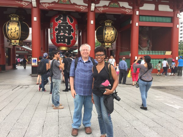In front of the Kaminari-mon