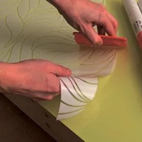 Puoi utilizzare sia della carta da parati tradizionale da incollare, sia della carta adesiva per mobili. Carta Adesiva Per Mobili Come Scegliere Quella Giusta