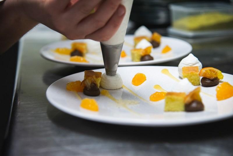 Dressage de dessert à l'U.Ni - Crédit photo Paul Stefanaggi