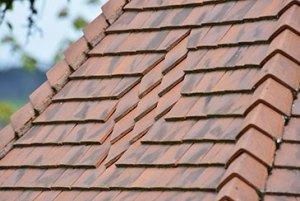 toiture tuiles plates avec motif réalisé par les charpentiers montbardois