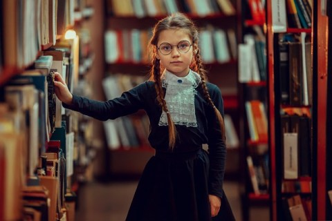 Valérie dans la bibliothèque