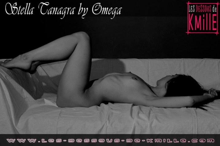 Kmille - L'auteure sexy Stella s'exhibe en noir et blanc