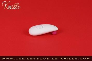 Test d'un stimulateur qui donne le sourire, conçu par la marque OhMiBod.