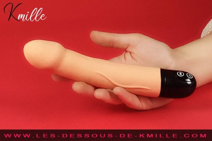 Kmille teste le vibromasseur Real Vibration taille M, de Dorcel.