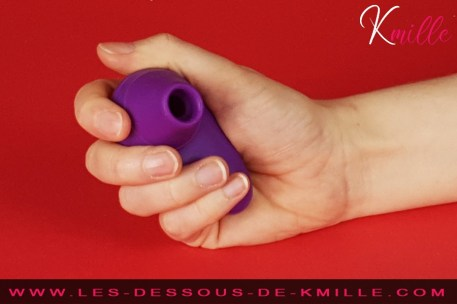 Test du mini stimulateur clitoridien sans contact de Womanizer.