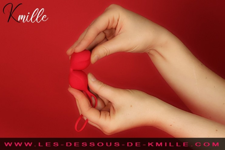 Kmille teste des boules vaginales, de la marque Satisfyer.