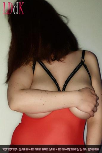 Image Facebook – Kmille présente la nuisette seins nus de la marque Dorcel