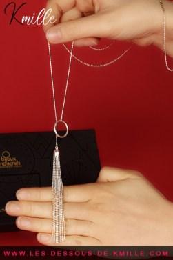 Présentation du sautoir métallique, de la marque Bijoux Indiscrets.