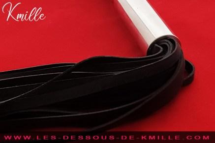 Kmille teste le gode martinet de la marque Dominix.