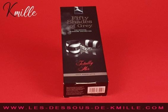 Test des menottes souples avec scratchs, de la marque Fifty Shades.