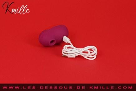 Test d'un stimulateur clitoridien sans contact avec vibration, de la marque Ritual.