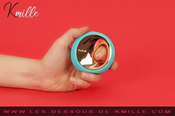 Kmille teste le stimulateur de clitoris Lelo Ora 3.