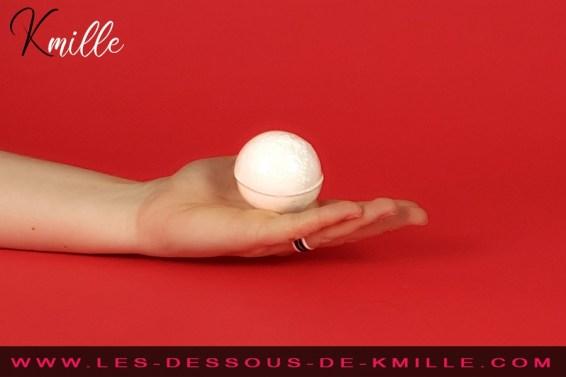Kmille teste la boule de bain Sexylicious, de la marque Obsessive.