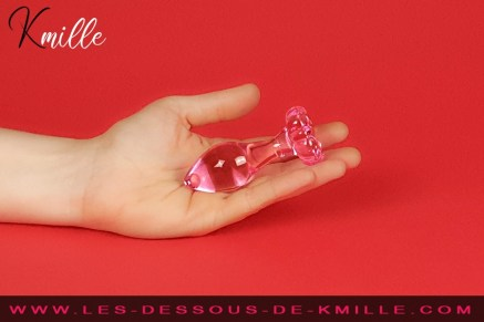 Kmille teste le bijou anal Icicles No 48, de Pipedream.