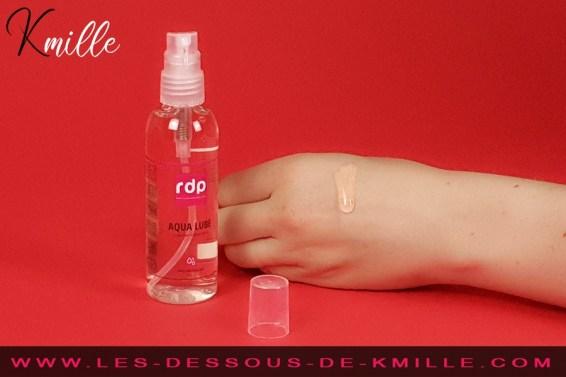 Test d'un lubrifiant intime à base d'eau, de la boutique Rue des Plaisirs.