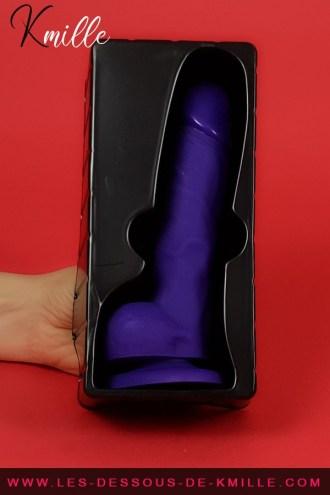 Kmille teste le gode réaliste à ventouse XL, de la marque Strap-on-Me.