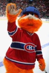 Youppi, la mascotte de l'équipe de Montréal, qui représente heu... On cherche encore, en fait.
