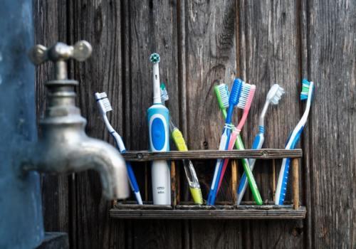 Brosses à dents en plastique et électrique