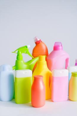 Flacons de produits chimiques