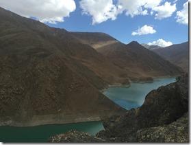 montagnes- escarpées-tibet-pu er-les-filles-du-thé