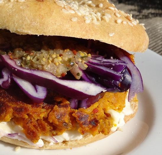 détails du burger végétarien aux légumes d'automne