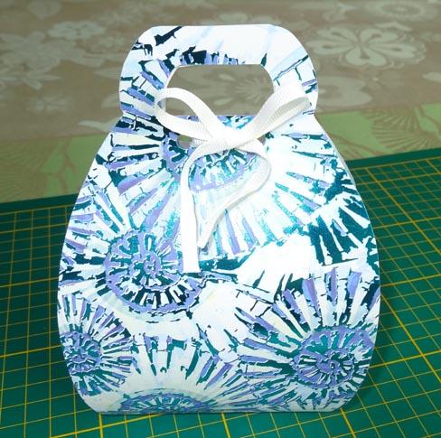 boîte sacoche fermée et décorée