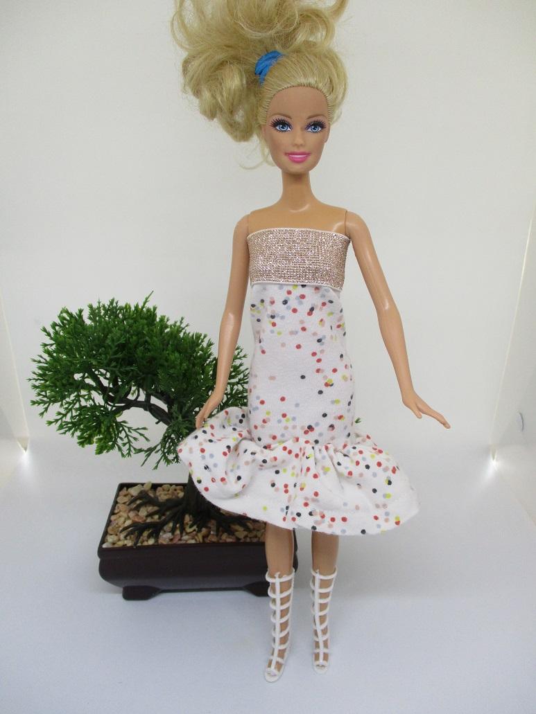 une robe d'été pour Barbie