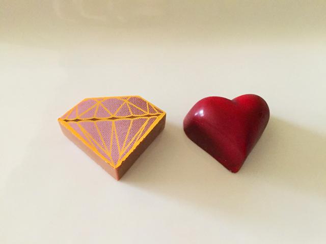 DelRey,バレンタイン,デルレイセレクション2個入り,レッドハートダークとピンクダイヤモンドが並んでいる