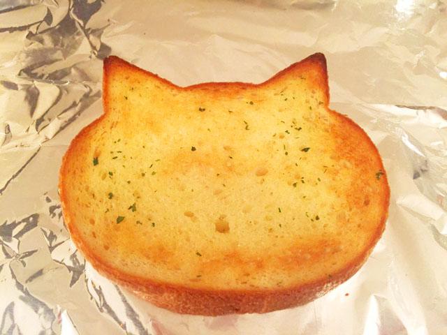 いろねこ食パン,ねこパン,オーブンで焼いたところ