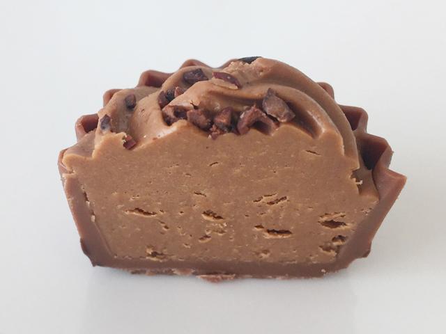 デジレーのマーブラスの中身,チョコレート,ヘーゼルナッツジャンドゥーヤ,バレンタイン,ダスカジャパン クァウテモック, Désirée,chocolate,Marvelaous,Valentine,truffle,Bonbon de chocolat,