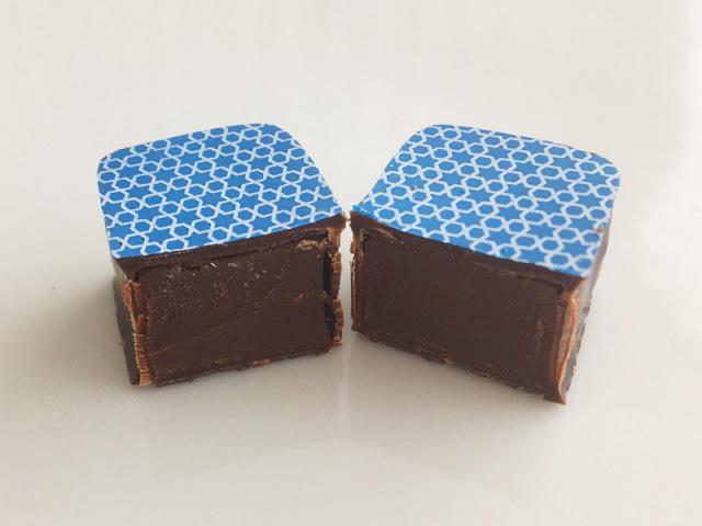 ダマスというチョコレートを2つにカットした状態,アンリルル―,サロンデュショコラ限定詰め合わせ,バレンタイン,2019