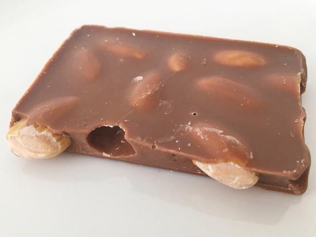 レダラッハ,フレッシュチョコレート,アーモンドミルクの欠片,バレンタイン,チョコレート,スイスのチョコレート, Läderach,fresh chocolate,Almond Milk,Valentine,chocolate,Switzerland,
