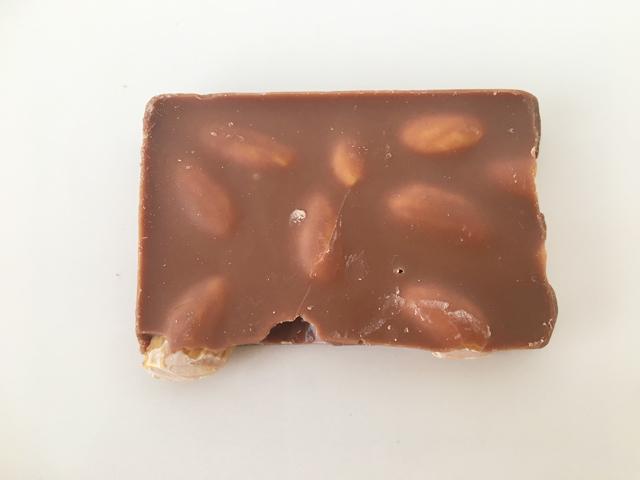 ヘーゼルナッツの板チョコ,レダラッハ,フレッシュチョコレート,ヘーゼルナッツ ミルク,バレンタイン,チョコレート,スイスのチョコレート, Läderach,fresh chocolate,Hazelnut Milk,Valentine,chocolate,Switzerland,