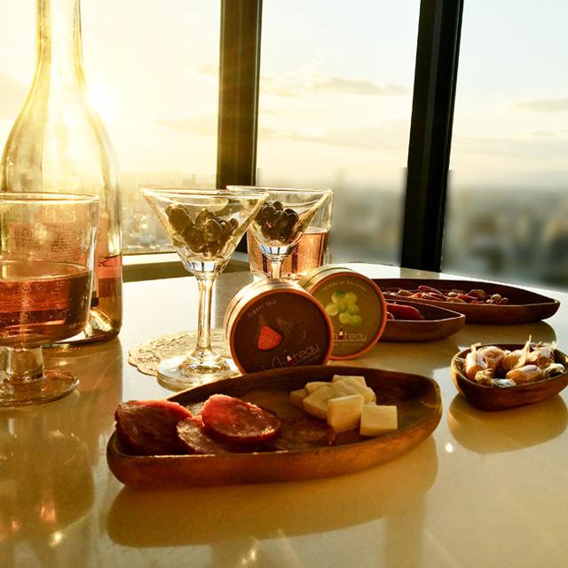 ル シャトーのイチジクとレーズン味のチョコレートと夕日