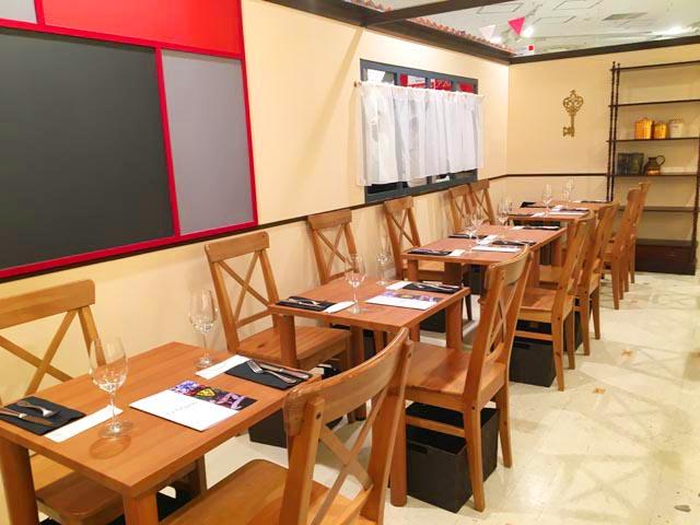 ラファリグール,La farigoule,イートインの2人掛け用のテーブル,フランスフェア2019,