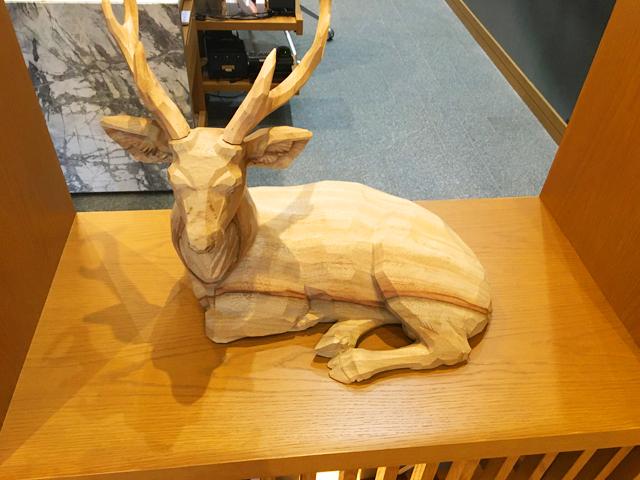 JWマリオット・ホテル奈良,ロビーにある鹿の木彫りのオブジェ,JW MARRIOTT NARA,