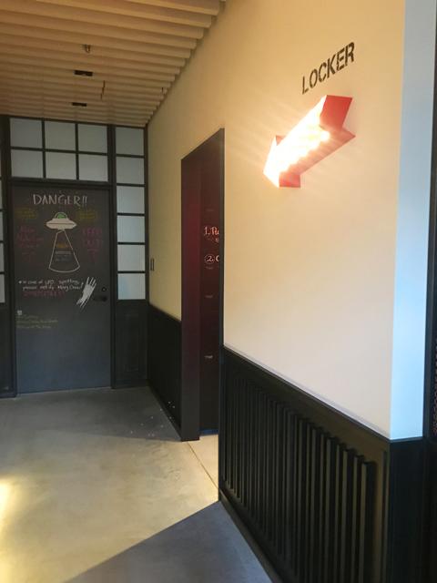 モクシー大阪新梅田,ロッカールームのある廊下,Moxy Osaka Shin Umeda,