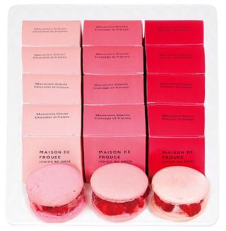 メゾンドフルージュ,苺3品種のアイスマカロン,薄ピンク、ピンク、赤の箱が12個並べられている,お中元,2020,