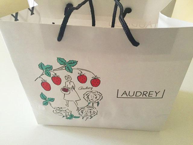 オードリー,アイスグレイシア,紙袋,女の子のイラスト