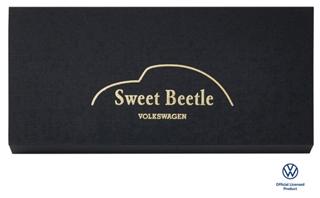 ビートル,スイートビートルのパッケージのフタ,黒にSweet Beetle VOLKSWAGENとゴールドでプリントされている,バレンタイン,2021,チョコレート,Beetle,Valentine,chocolate,