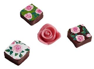 メサージュ・ド・ローズ,プリンセス・ガーデン,薔薇のイラストがプリントされたチョコと2段ラズベリーの薔薇,バレンタイン,2021,メサージュドローズ,MESSAGE de ROSE,チョコレート,Valentine,chocolate,