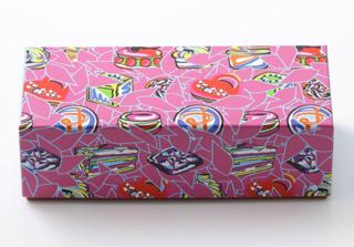 ピエールエルメ,マカロン 6個入のパッケージ,フロランス・バンベルジェによる色彩豊かな限定BOX,箱寸=W20.5×D8×H6.5cm,バレンタイン2021,ピエール・エルメ・パリ,PIERRE HERME PARIS,Saint Valentine 2021,Florence Bamberger,