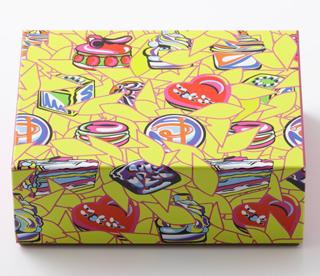 ピエールエルメ,マカロン 10個詰合わせのパッケージ,フロランス・バンベルジェによる色彩豊かな限定BOX,箱寸=W19×D12.5×H6.5cm,バレンタイン2021,ピエール・エルメ・パリ,PIERRE HERME PARIS,Saint Valentine 2021,Florence Bamberger,