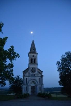 la petite chapelle avec la lune