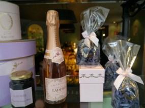 シャンパン・ロゼもバレンタインによく贈られます。