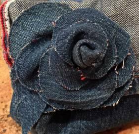 Camélia en jeans